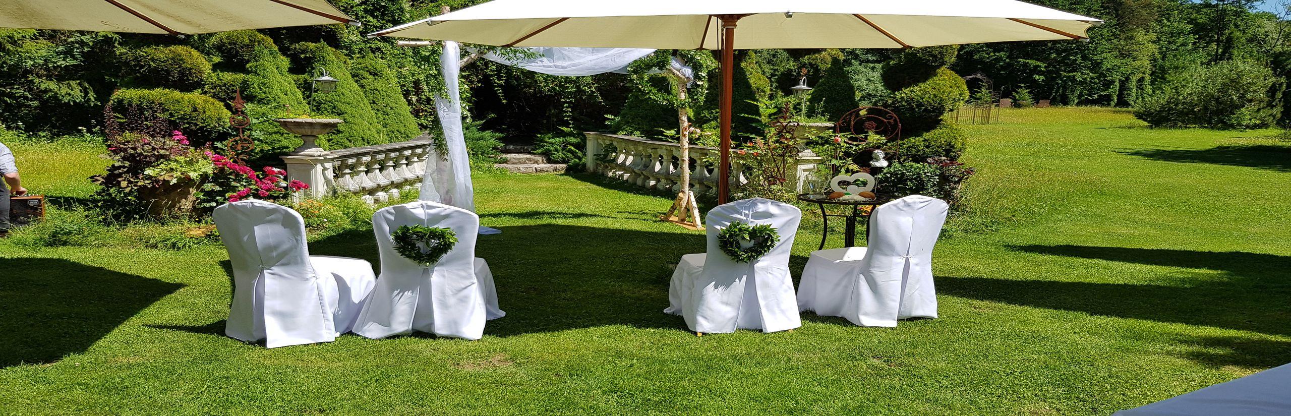 Freie Trauung - Blick auf die Stühle des Brautpaares - Christian G. Binder